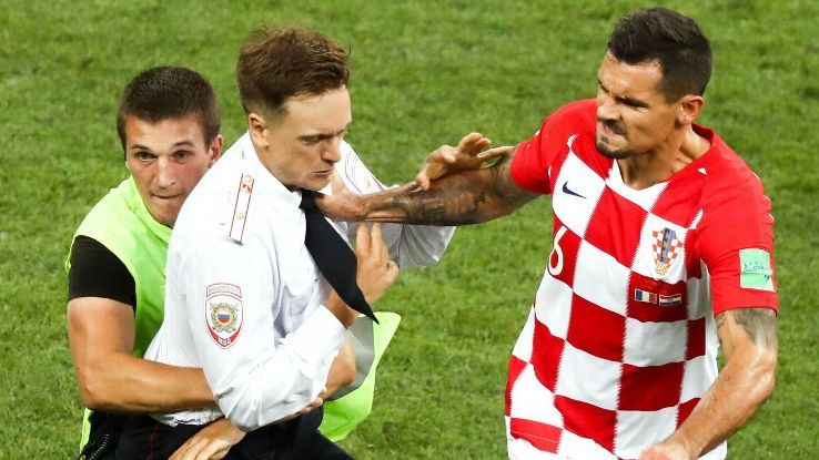 World Cup final pitch invader in hospital; protest group claims he was poisonedの代表サムネイル