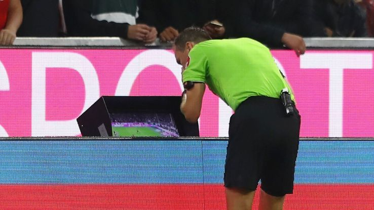 Premier League clubs vote to use VAR from 2019-20 seasonの代表サムネイル