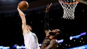 Jayson Tatum回憶在LeBron James頭上灌籃一刻
