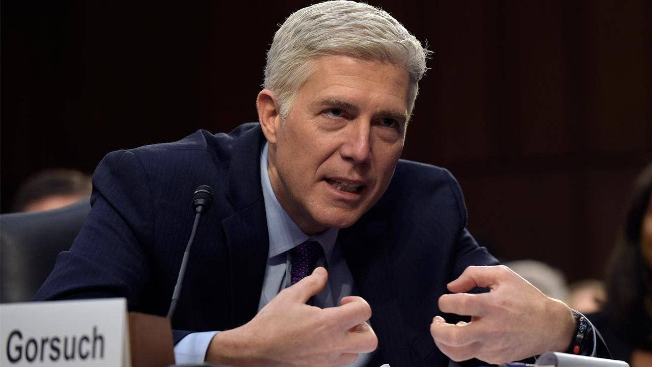 Manchin becomes first Senate Dem to back Gorsuch