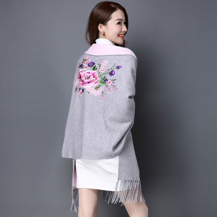 2018 Autumn Women Poncho Bawting Sleeve Flower Embroidery Poncho Women Knitted Tassels Hem Women Cardigans Winter Poncho Cape