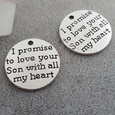 "50pcs 25MM Antiqued Silver Letter Charms Tags ""I promise to love your son with all my heart"" for Diy Necklaces Jewelry Making"