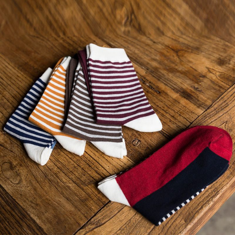 The new Man fashion striped in tube socks man socks autumn winter spell color cotton socks EUR39-44