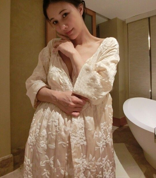 Robe Women Long Nightgown Embroidery Bathrobe For Ladies Princess Home Clothes Female Sleepwear Lounges Homewear High quality