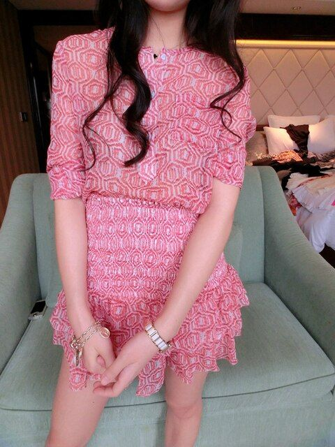 VogaIn Luxury IM Runway New Women 100% Silk Pink Print Long Sleeves Top Shirt o neck Front Buttons + Layered Ruffles Mini Skirt