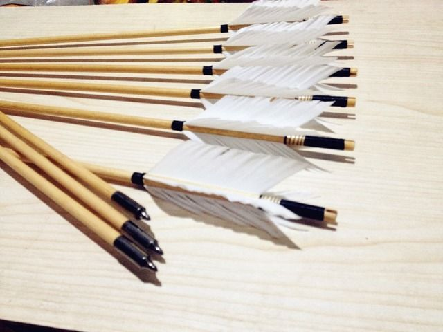 Fully Handmade 4 FEATHERS 12PK Wooden ARROW Wood Shaft NEW White Feathers For Longbow Arrows