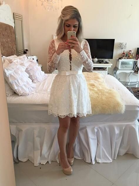 Sexy V Neck White Lace Short Homecoming Dresses 2017 With Long Sleeves Pearls Backless Girls Prom Cocktail Party Gowns