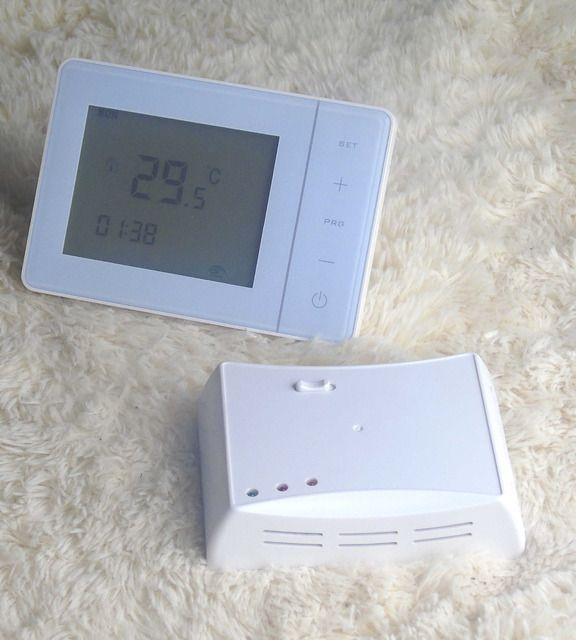 5+2 Programmable RF Wireless Thermostat 433HZ Battery with heating system