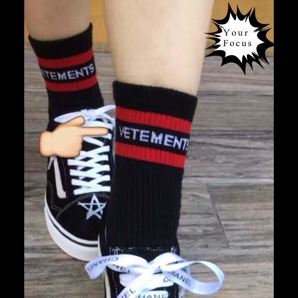 2017 fashion hip hop limit catwalk models style red stripes letters knitting socks black in tube socks men and women