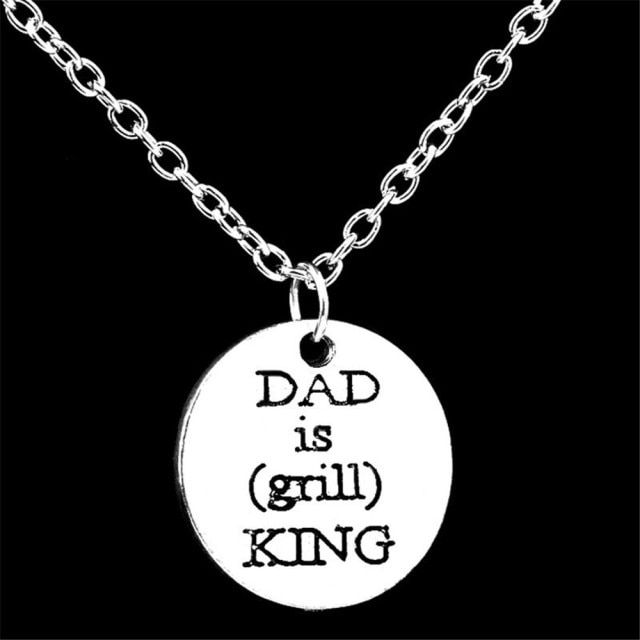 Fashion Jewelry Round Shaped Alloy Necklace Dad Is King Letter Moon Pendant Chain Love Christmas Family Gift