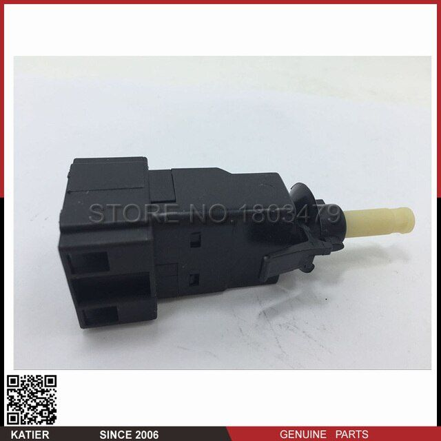 A Qualily Brake Pedal Mounted Stop Light Lamp Switch 0015456409 For Mercedes-Benz W210 W208 W163 W203 C230 C280 E320