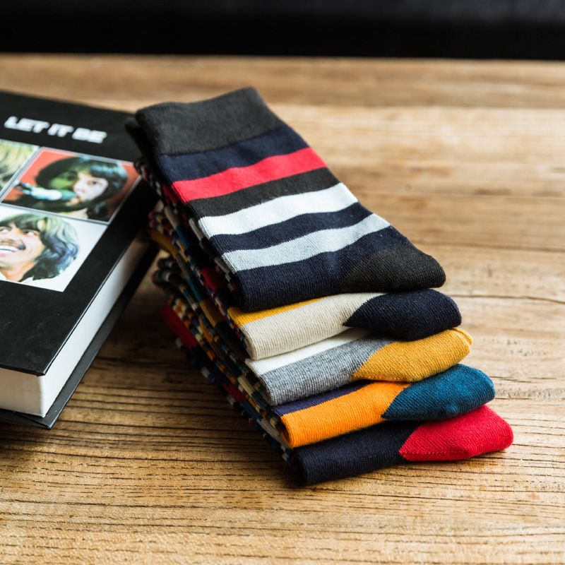 The new Man fashion color striped in tube socks man socks autumn winter socks EUR39-44