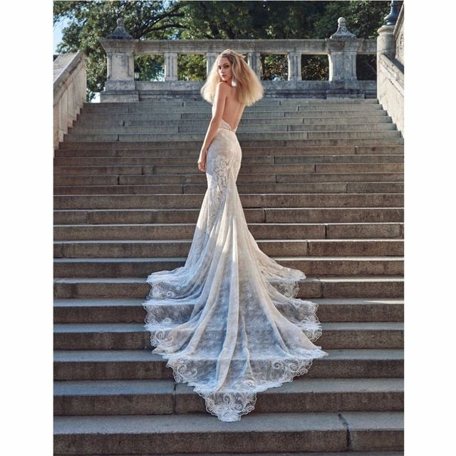 2017 New Simple Beach Women Wedding Dresses Halter Neckline Embroidered Lace Bridal Mermaid Dress With Long Tiered Layers Bride