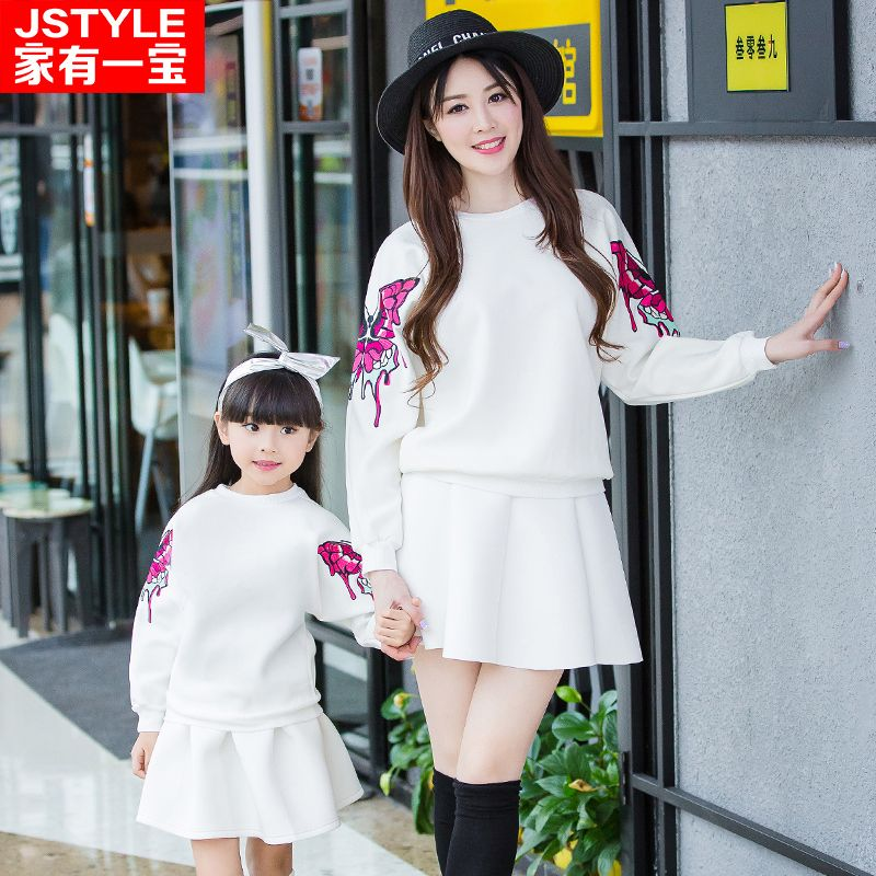 Matching Family Clothes Look Mother Daughter Long Sleeve Sweaters Embroider Butterfly Father Son Clothes Autumn Family Outfit