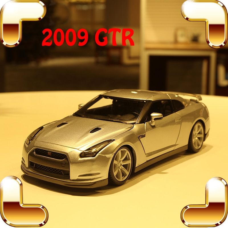 New Year Gift GT-R 1/18 Model Car Metallic Vehicle Racer Sports Car Big Model Scale Collection House Decoration Toy Alloy Car