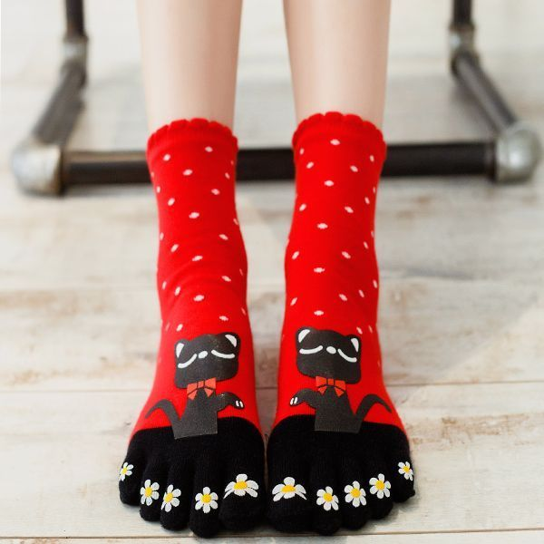 Free Shipping Autumn Winter Girls Warm Soft Candy Color cartoon Five Finger Toe Socks Women Black Cat Cotton floor Socks 91902