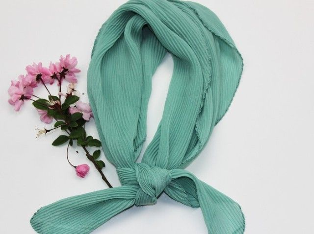 2016 new lady fashion small rumple square neck scarf  CN006
