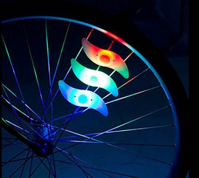 New Bicycle Accessories 2017 Bicycle Lights Silicone Bike Spoke Wheel Light Cool Flashlights for Bike with Battery Safe at night