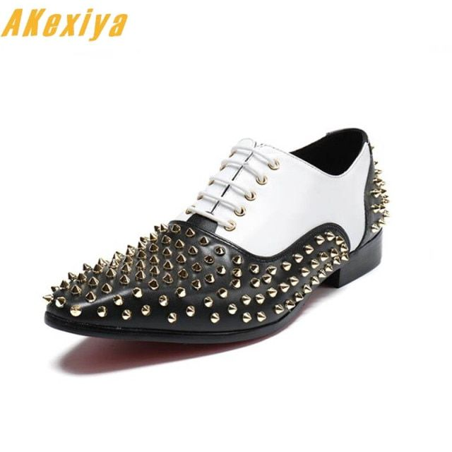 New Luxury Designer streets trendsetter pointed rivet black white red shoes Wedding Flats Dress Homecoming Prom Formal shoes