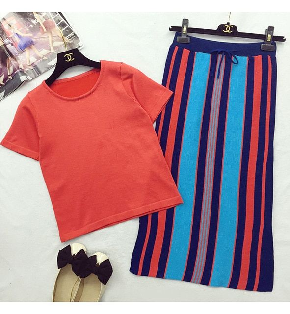 2017 Autumn Women Knitted Tshirts And Colorful Striped Skirts Clothing Sets Pretty Woman Knitting Long Skirt Suits