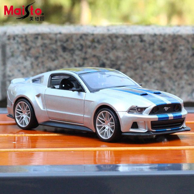 Maisto 2014 Ford Mustang GT V8 1:24 Scale Diecasts & Toy Vehicles Metal Car Model High Quality Collection Kids Toys Gift