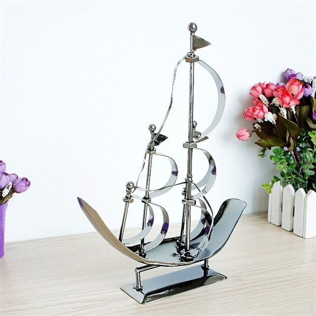 Fashion Metal Sailboat Model Delicate Craft Collection Gifts for Friends Simple Iron Desktop Decorations for Study Children Room