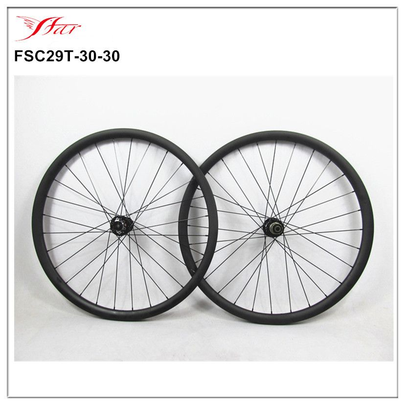 China Toray carbon mountain bicycle wheelset 29er 30mm wide carbon MTB bicycle wheels with Novatec mtb hubs , Sapim spoke