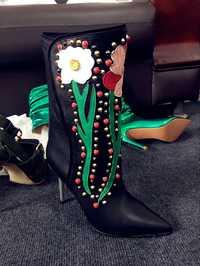 Botas de vaquero bordadas de Otoño de alta calidad hechas a mano para mujer botas de vaquera negras botas de montar a media pantorrilla de mujer tacones altos de flores