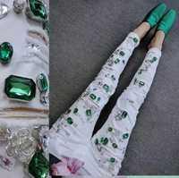 Pantalones de mezclilla blancos de diseño de gama alta diamantes verdes pantalones de lápiz elásticos rasgados de cintura baja pantalones de longitud del tobillo
