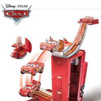 2018 Disney Pixar coches 3 transformar Mack juego sin coches iluminación MCQUEEN ABS coche juguetes Diecast modelo para niño