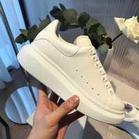 Chaussures pour femmes 2019 marque de luxe célèbre femmes plat respirant blanc chaussures sexy chaussures décontractées en cuir naturel peau de mouton grande siz