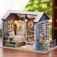 Divertido estilo americano de madera Mini casa clásica DIY manualidades juguetes muñeca casa con luz LED exquisito regalos para los niños hecho a mano