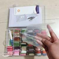 Oneroom 96 piezas bordado hilo Cruz puntada hilo Kit con enhebrador bobinas agujas de coser caja de almacenamiento de bordado de yi
