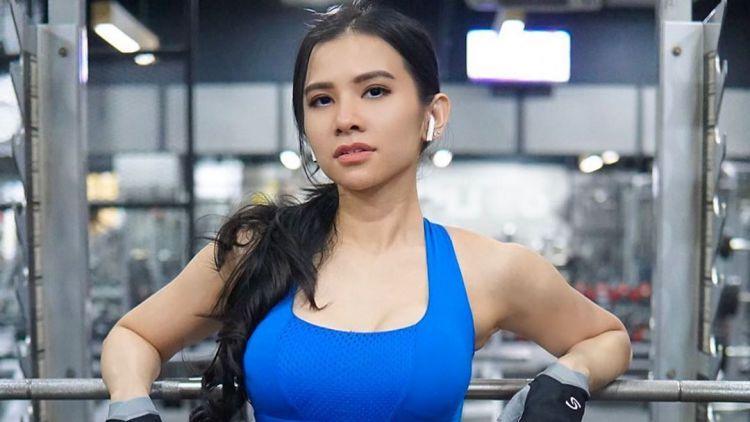 [Image: maria_vania_berpose_di_tempat_gym-169.jpg?w=750&h=423]