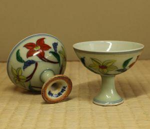 銘品 明代五彩花文高足杯一対・大明成化年製銘 中国古玩古美術伝来品