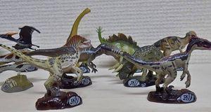 恐竜 13種
