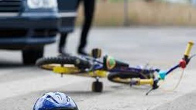 Со кола удрил девојче на велосипед и избегал