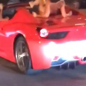 Возеше гола женска качена на Ferrari