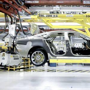 Фабриката на Jaguar Land Rover ќе остане затворена до август