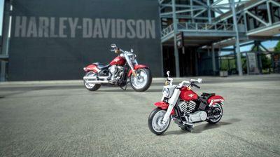 Harley-Davidson Fat Boy составен од 1.023 лего-коцки