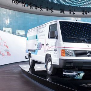 Комбе на Mercedes возеше на водород пред 25 години