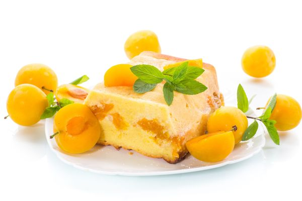 Gelingt ganz einfach und geht schnell Köstlicher Käsekuchen ohne Boden – mit Früchten wie Aprikosen wird er besonders saftig