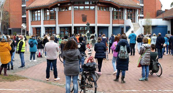 Protest gegen Corona-Maßnahmen: 350 Demonstranten in Waghäusel