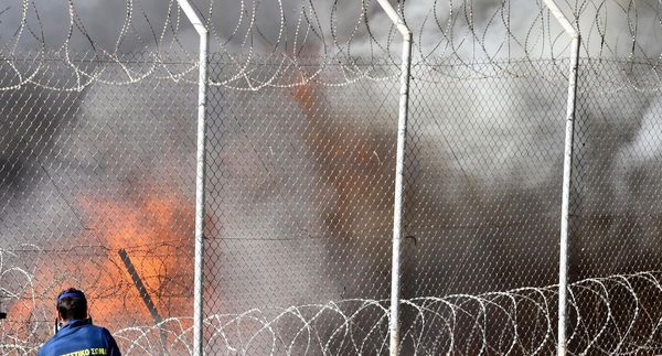 Feuer im Registrierlager von Samos
