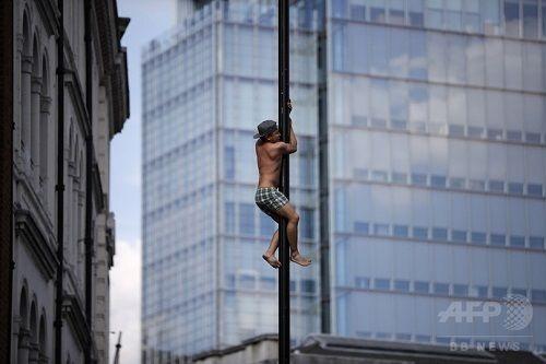 イングランド、4強入りでお祭り騒ぎ!ビール飛び交いファンは裸「こんなことはおまえの人生で二度と経験できないぞ。まあ俺もだけどな」の代表サムネイル