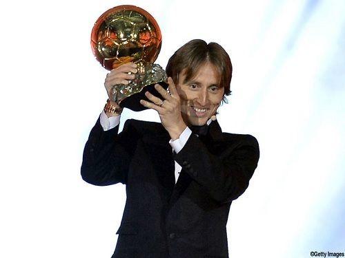 モドリッチ、初のバロンドール受賞!UEFA・FIFA年間最優秀選手賞に続き3冠目(関連まとめ)の代表サムネイル