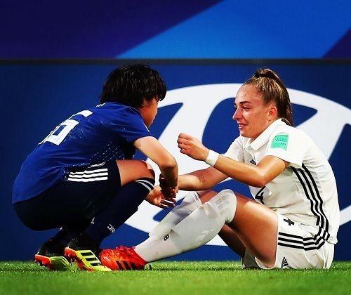 ヤングなでしこ、ドイツ代表を気遣うシーンをW杯公式が紹介「これぞ我らの愛するフットボール!」の代表サムネイル