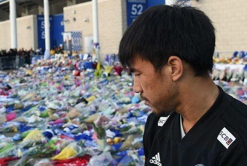 岡崎慎司、レスター会長に哀悼の意「あなたを一生忘れません」レスターはカラバオ杯を延期も週末のリーグ戦は開催へ(関連まとめ)の代表サムネイル
