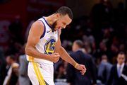 Curry於季後賽三分數超越Ray Allen,成為季後賽射入最多球三分的紀錄保持...