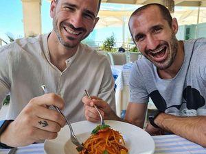 Francesco Garbo per Agrodolce.it          bonucci chiellini     In Italia, sono